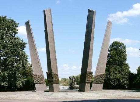 Pomnik Chwała Saperom