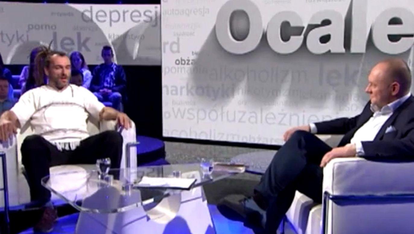 W programie prawdziwe historie ludzi, którzy zerwali z nałogiem (fot. TVP Info)