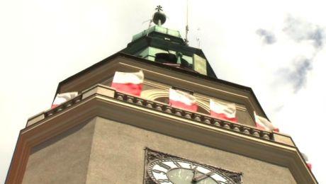 Władze miasta zaplanowały podświetlenie na biało-czerwono m.in. budynku ratusza
