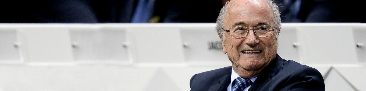 Blatter wygrywa raz jeszcze