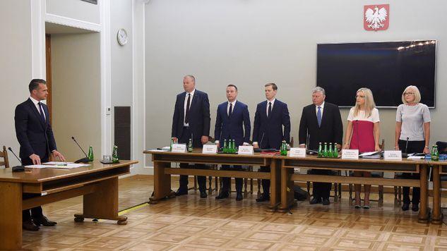 Sławomir Nowak przez wiele godzin odpowiadał na pytania komisji (fot. PAP/Radek Pietruszka)
