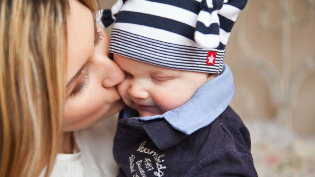 Dzień Matki obchodzony jest 26 maja (fot. pixabay.com/PublicDomainPictures)