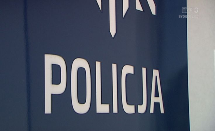 Policja ostrzega przed oszustami, pukającymi do drzwi lub dzwoniącymi i przedstawiającymi się np. jako wnuczek czy... policjant
