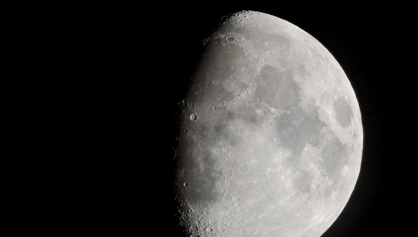 Zdaniem naukowców woda występuje na całej powierzchni Księżyca (fot. Pixabay)