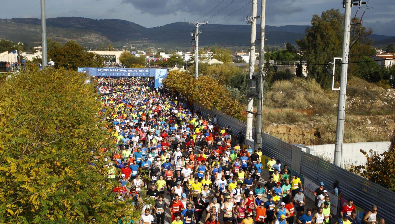 Zawodnicy wystartowali z Maratonu (fot. PAP/EPA/KOSTAS MAKRIDIMAS)