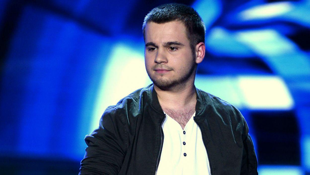 """Olaf Bressa z piosenką """"You Look Good"""" zdołał zakwalifikować się do krajowych eliminacji, ale podczas głosowania zajął dopiero 10. miejsce. (fot. Jan Bogacz/TVP)"""