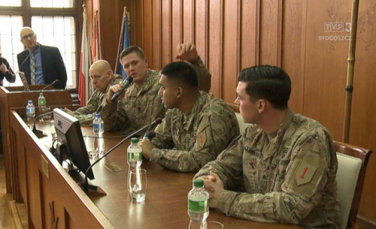 Uczniowie klas mundurowych chłonęli wiedzę od żołnierzy US Army