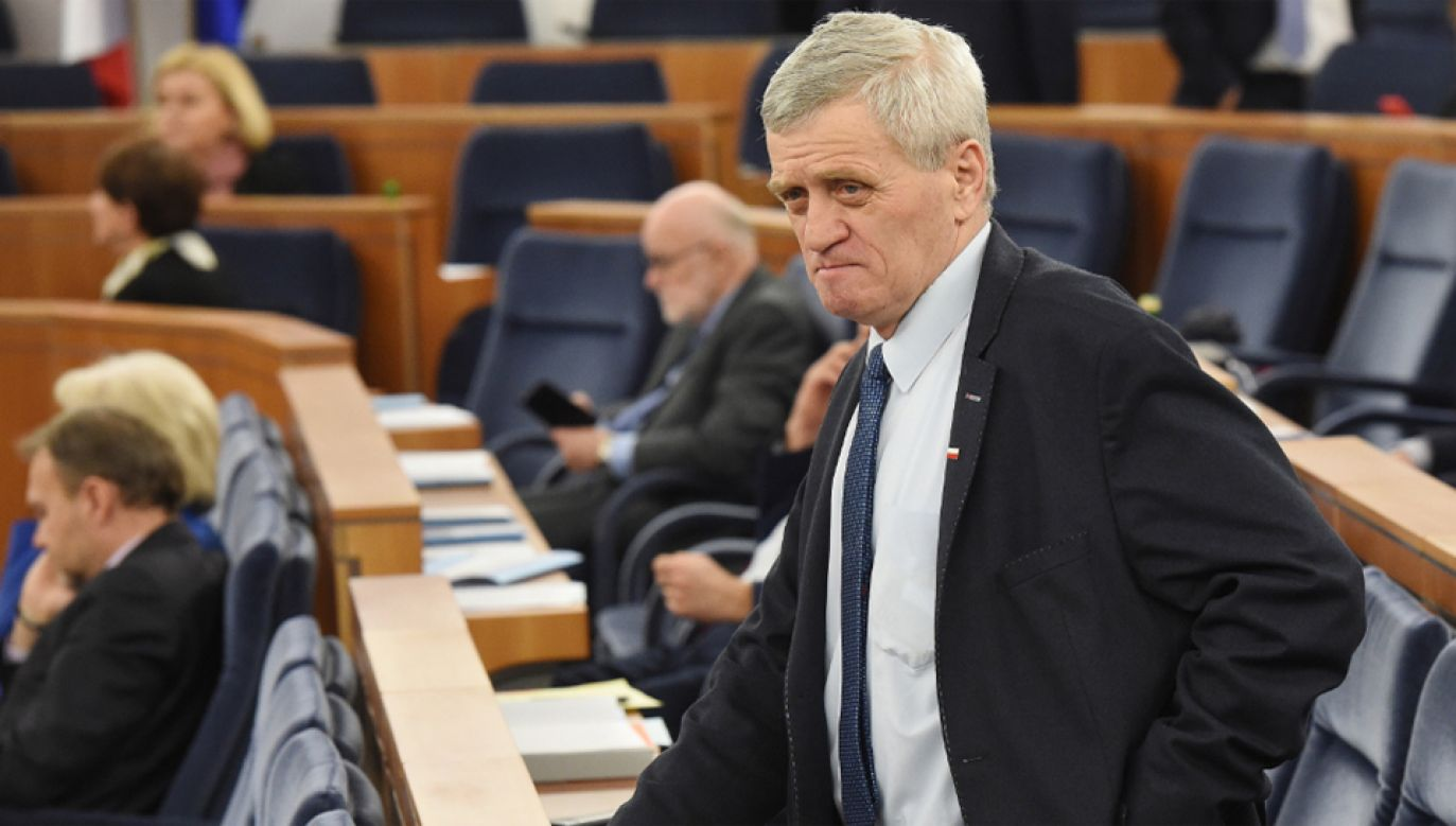 Senator Stanisław Kogut podczas posiedzenia Senatu (fot. PAP/Radek Pietruszka)