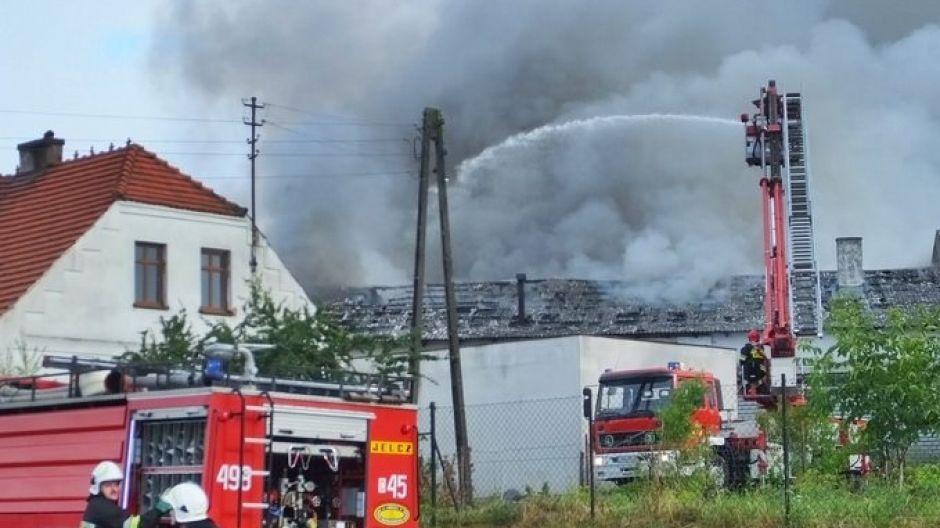 Pożar był widoczny kilku kilometórw (fot. kurier-nakielski.pl)