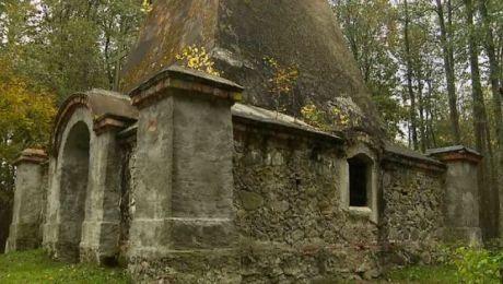 Piramida w Rapie jest uważana za jeden z najbardziej osobliwych zabytków na Mazurach