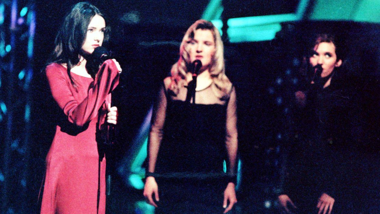 """Kasia Kowalska bardzo emocjonalnie zaśpiewał utwór """"Chcę znać swój grzech"""". Nie wspomina jednak dobrze swojego występu (fot. PAP)"""