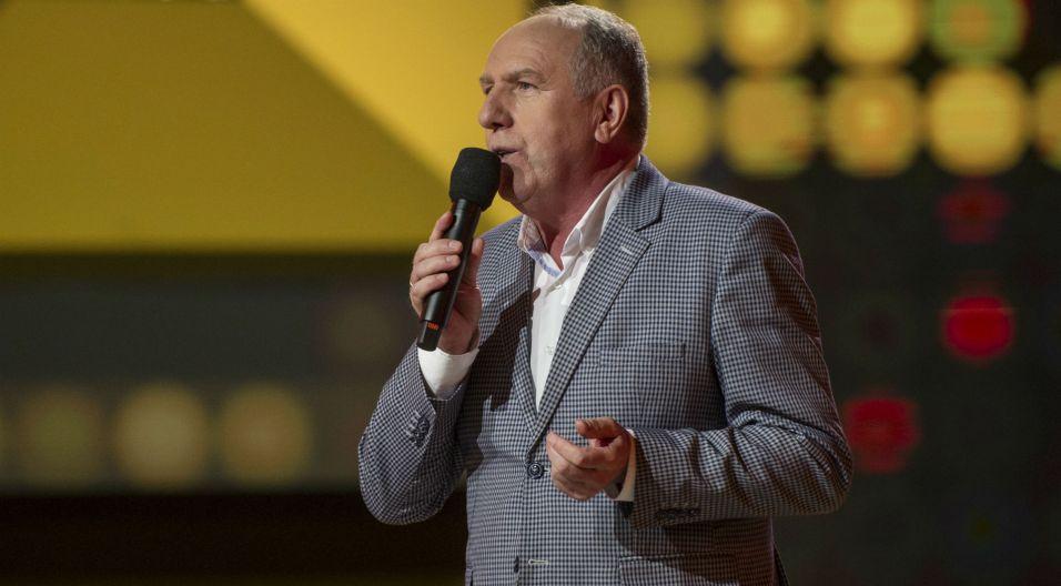 """""""Tyle słońca w całym mieście"""" – zaśpiewał Józef Pluszczewicz. Wybrał taśmę z linią melodyczną (fot. TVP)"""