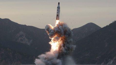 Koreańczycy przeprowadzają próby rakietowe pomimo ostrzeżeń Zachodu (fot. PAP/EPA/KCNA/HANDOUT)