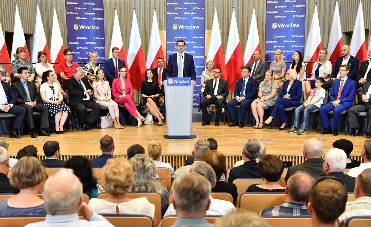 Premier Mateusz Morawiecki spotkał się z mieszkańcami Wrocławia (fot.  PAP/Maciej Kulczyński)
