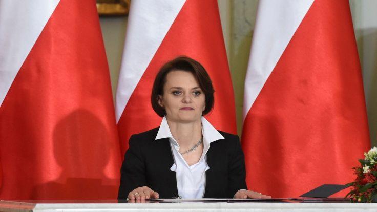 Zaprzysiężona na stanowisko ministra przedsiębiorczości i technologii Jadwiga Emilewicz podczas uroczystego powołania nowych członków Rady Ministrów.  Fot. PAP/Radek Pietruszka