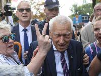 """""""Precz z komuną"""", """"będziesz siedział"""". Kornel Morawiecki zaatakowany przez zwolenników opozycji"""