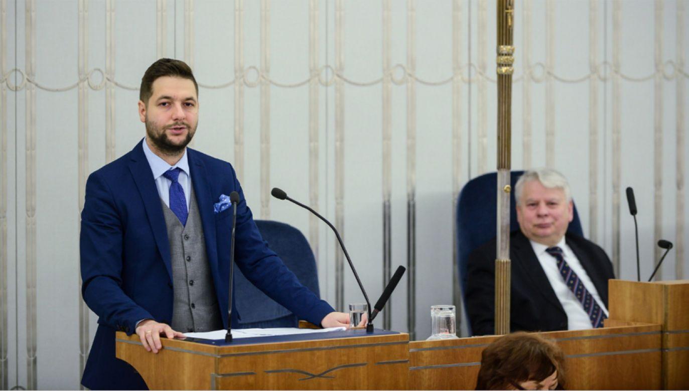 Przewodniczący komisji weryfikacyjnej ds. reprywatyzacji Patryk Jaki i wicemarszałek Senatu Bogdan Borusewicz (fot. PAP/Jakub Kamiński)