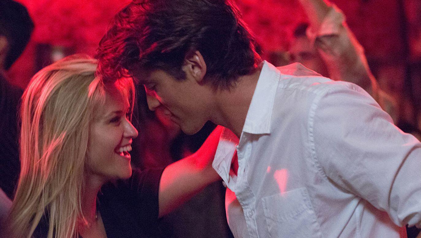 """Pico Alexander partneruje Reese Witherspoon w filmie """"Wszyscy moi mężczyźni"""" (fot. mat. prasowe)"""