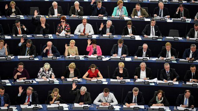 Parlament zdecydowanie potępił zabójstwo Kuciaka i jego narzeczonej Martiny Kusznirovej (fot. PAP/ EPA/PATRICK SEEGER)