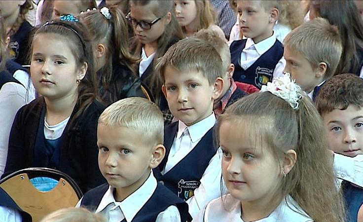 1. Uczniowie i absolwenci świętują 140 lat szkoły w Trzcianie