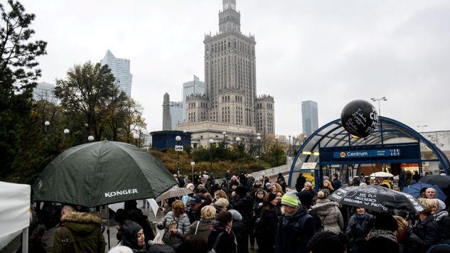 W trakcie poniedziałkowego protestu doszło do zajść między uczestnikami i policją(fot. PAP/Jakub Kamiński)