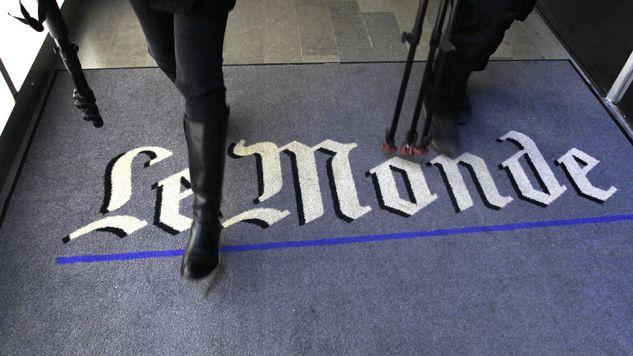 Dziennikarze uczą odróżniać prawdziwe informacje od pogłosek (fot. REUTERS/Charles Platiau)