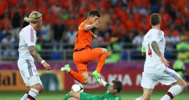 Klaas Jan Huntelaar i Stephan Andersen (fot. Getty Images)