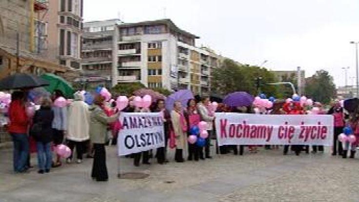 Amazonki już po raz jedenasty przemaszerowały przez Olsztyn w Marszu Różowej Wstążki.