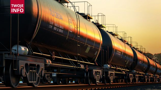W miejscowości Szepietowo doszło do wycieku oleju napędowego z jednej z cystern (fot. Shutterstock/Dabarti CGI)