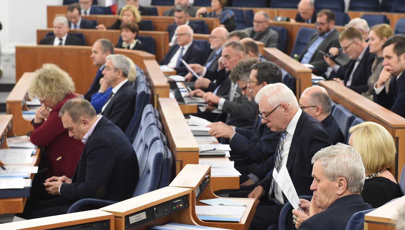 Senatorowie PiS nie zastosowali się do zaleceń kierownictwa partii (fot. PAP/Radek Pietruszka)