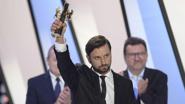 Piotr Domalewski z nagrodą za najlepszy film festiwalu  (fot. PAP/Adam Warżawa)