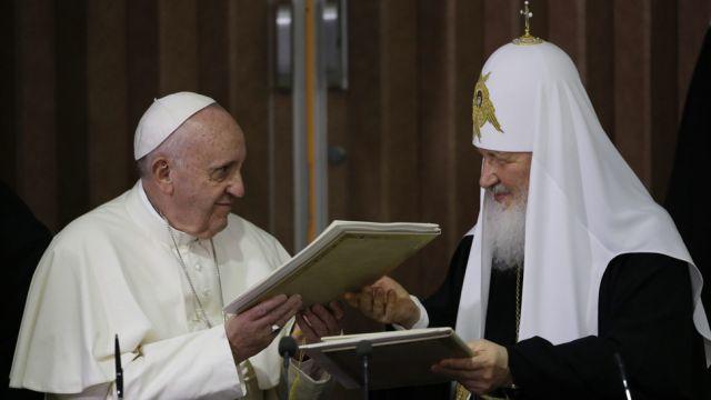 """""""Jesteśmy braćmi"""" . Historyczne spotkanie papieża z głową Cerkwi"""