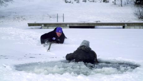 Zagrożenia na lodzie. Powstał film instruktażowy o tym, jak ich unikać