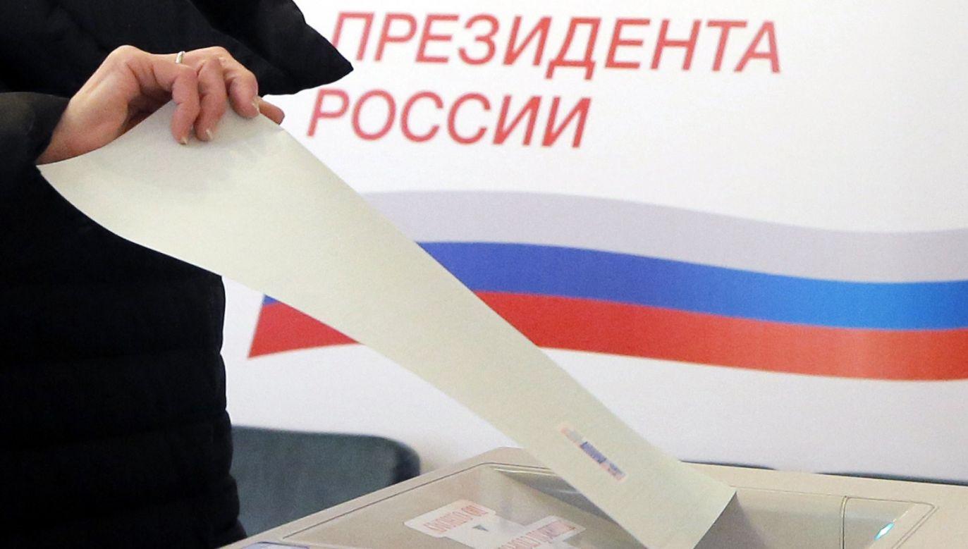 Ze względu na obowiązywanie w Rosji aż dziewięciu stref czasowych głosowanie w wyborach trwa niemal dobę (fot. PAP/EPA/MAXIM SHIPENKOV)