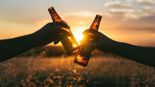 Holandia testuje urządzenia badające zawartość alkoholu w pocie (fot. pixabay.com/Unsplash)