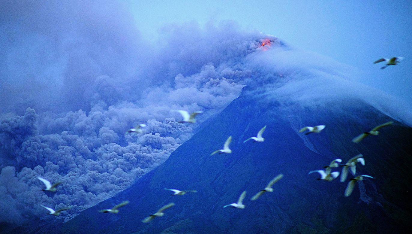 Wulkan Mayon na Filipinach (fot. PAP/EPA/ZALRIAN SAYAT)