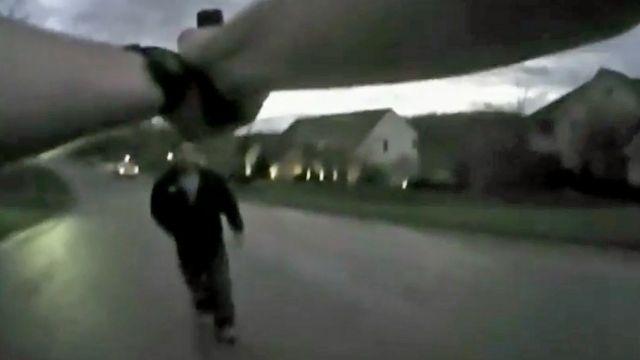 """""""Zastrzel mnie!"""". Dramatyczne nagranie z aresztowania podejrzanego o morderstwo"""