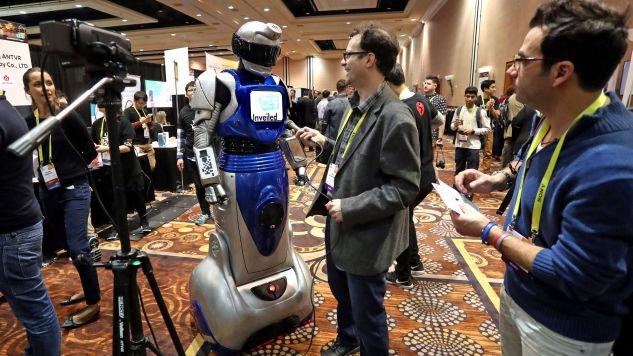 Rozmowa z maszyną musi być ciekawym doświadczeniem. Tylko po co? (fot. EPA/MIKE NELSON)