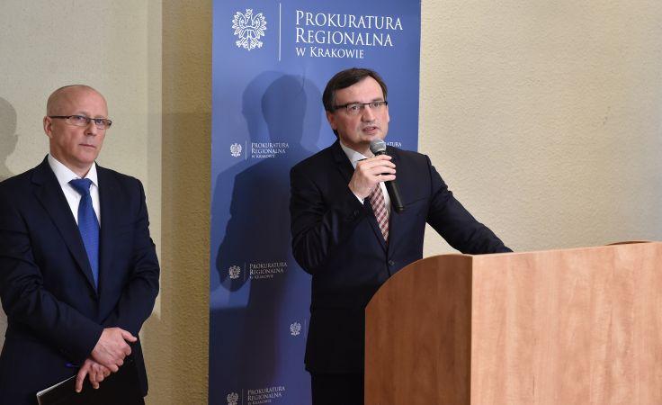 Minister sprawiedliwości, prokurator generalny Zbigniew Ziobro podczas konferencji prasowej w Prokuraturze Regionalnej w Krakowie, fot. PAP/Jacek Bednarczyk