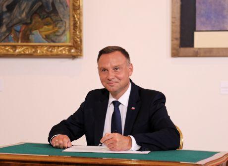 Prezydent podpisał ustawę o Medalu Stulecia