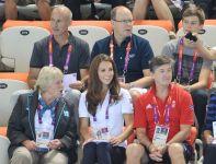 Kate Middleton pojawiła się na pływalni, aby obserwować rywalizację w pływaniu synchronicznym (fot.Getty Images)