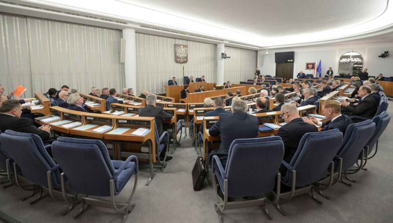 W Senacie odbędzie sie debata nad rządową nowelizacją ustawy o działaniu komisji weryfikacyjnej (fot. PAP/Marcin Obara)