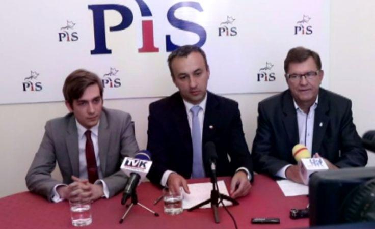 Rajcy PiS krytykują działania prezydenta Wojtkowskiego