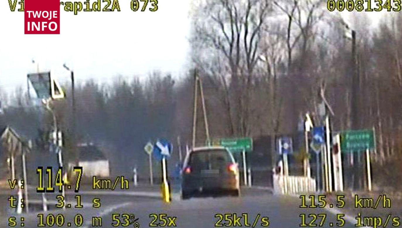 Kobieta ponad dwukrotnie przekroczyła dozwoloną prędkość (fot. policja.pl)