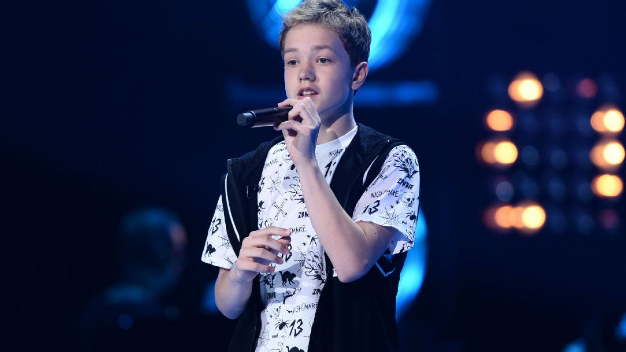 """13-letni Wiktor Andrysiak śpiewał """"If I Were Sorry"""", a czy Trenerzy mieli czego żałować po jego występie? (fot. I. Sobieszczuk/TVP)"""