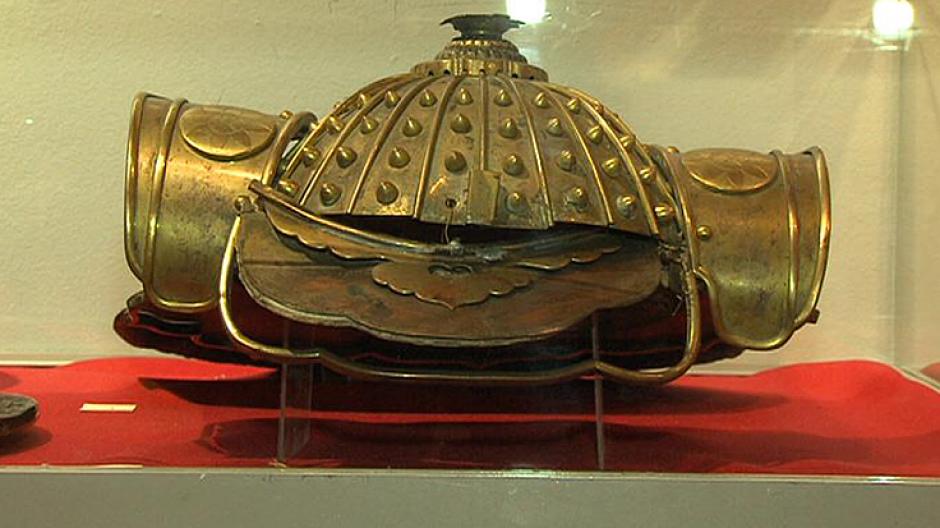 1. Wystawa hełmów, czapek i mundurów wojskowych z całego świata