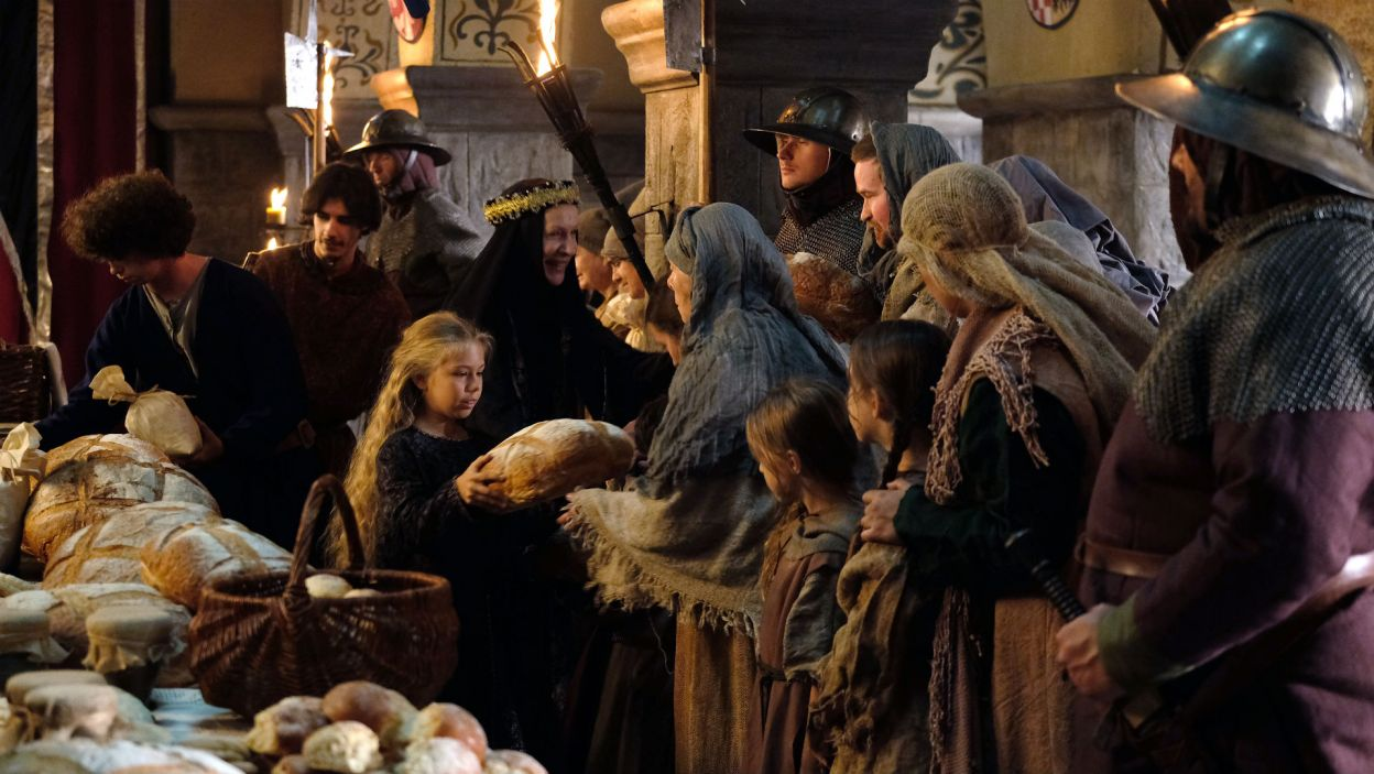Post doprowadza małą Elżbietkę do omdlenia, przez to dochodzi do konfliktu między Jadwigą a jej synową (fot. TVP)