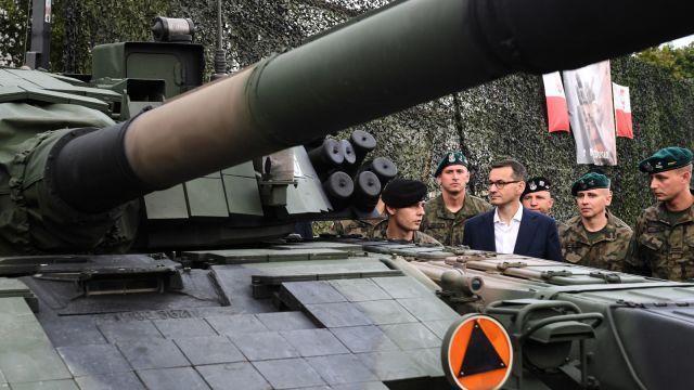 Premier w bazie wojskowej na Łotwie: Ważne, żebyśmy byli przygotowani na zagrożenia