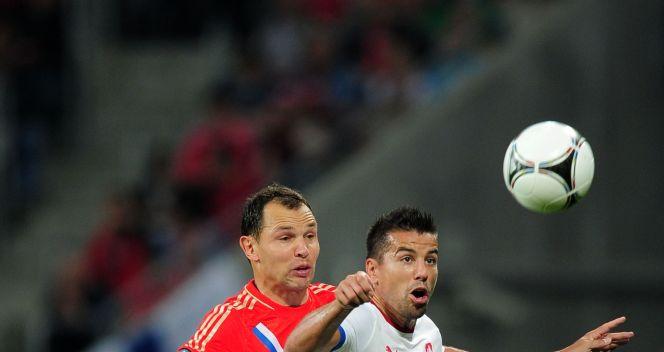 Siergiej Ignaszewicz powstrzymuje Milana Barosa (fot. Getty Images)