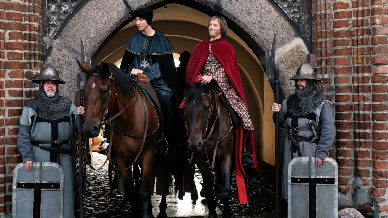 Wysłannik króla opuszcza Malbork. Jakie wieści przywiezie na Wawel? (fot. TVP)